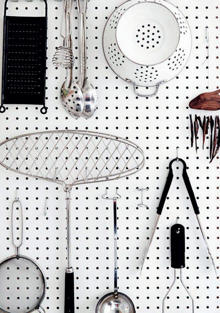 Những bảng treo vật dụng sinh hoạt hàng ngày đơn giản được trang bị