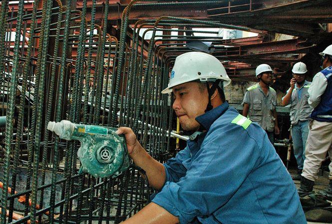 Công nhân thi công tuyến hầm metro số 1. Ảnh: Nguyên Anh