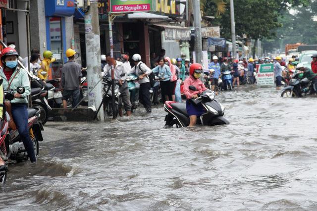 TPHCM cứ mưa là ngập. Ảnh: TL