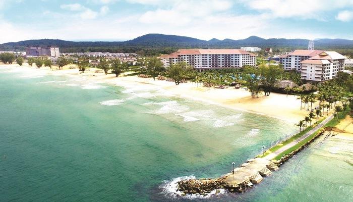 Tổ hợp nghỉ dưỡng Grand World nằm tại khu vực Bãi Dài, một trong 20 bãi biển hoang sơ đẹp nhất châu Á do CNN bình chọn