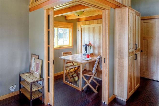 Phòng ăn nhỏ cho hai người có cửa vô cùng riêng tư, kín đáo