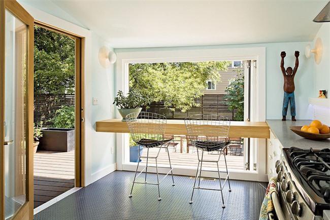 Biến quầy bar ăn sáng trong nhà bếp nhỏ thành bàn cho hai người