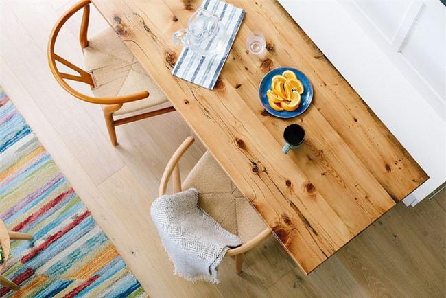Không gian ăn uống tuyệt đẹp cho hai người trong một ngôi nhà nhỏ sành điệu