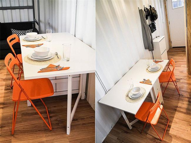 Ghế mang màu cam tươi sáng với không gian ăn uống nhỏ dành cho hai người