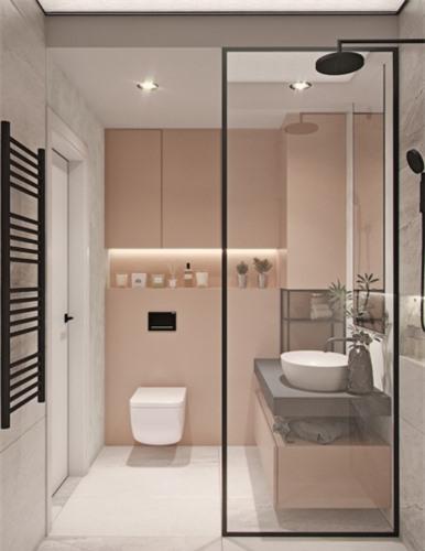 """Cửa bằng kính """"ăn gian"""" diện tích cho phòng tắm một cách đáng kể"""