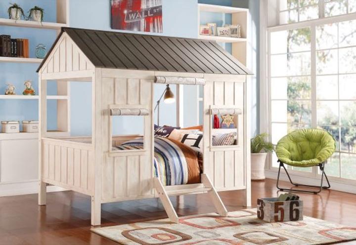 Chiếc giường ngủ được thiết kế theo hình ngôi nhà