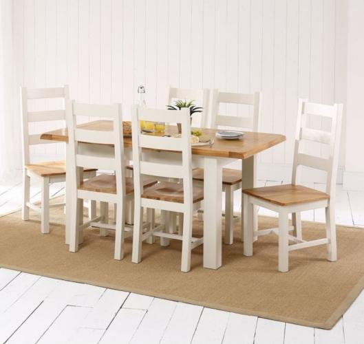Bàn ăn màu trắng đi kèm với ghế ăn lưng cao mang đến cảm giác vừa hiện đại vừa cổ điển
