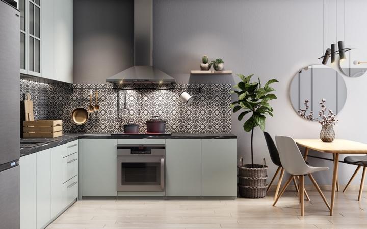 Tủ bếp có màu xám nhạt, dải gạch màu đen phân biệt giữa tủ bếp trên và tủ bếp dưới