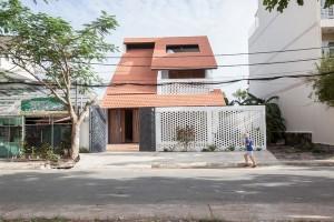Tile Roof House – Ngôi nhà mái ngói hoài cổ giữa Thành phố Hồ Chí Minh hiện đại