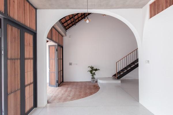 Tile-Roof-House-Ngoi-nha-mai-ngoi-hoai-co-giua-do-thi-hien-dai-03