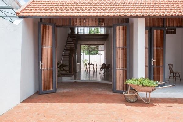 Tile-Roof-House-Ngoi-nha-mai-ngoi-hoai-co-giua-do-thi-hien-dai-03c