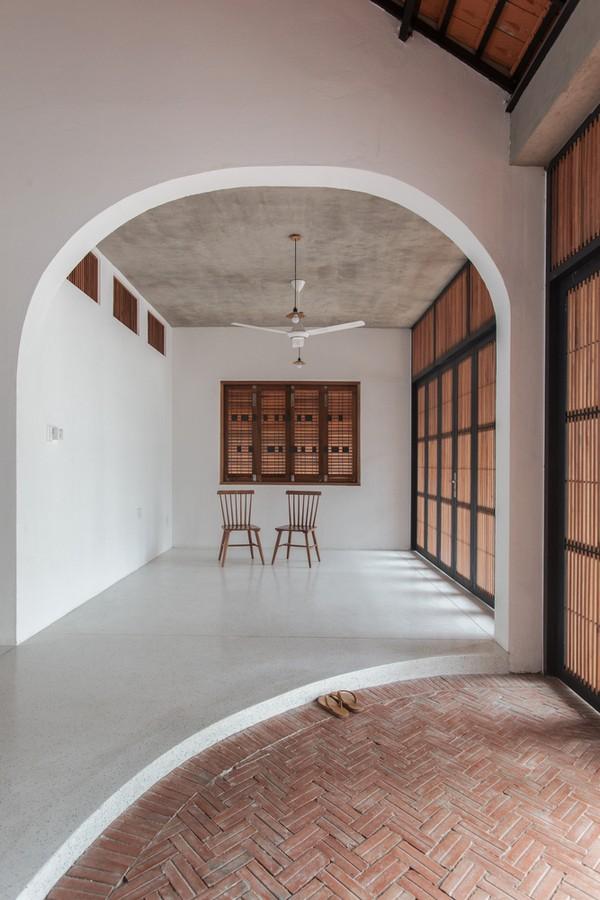 Tile-Roof-House-Ngoi-nha-mai-ngoi-hoai-co-giua-do-thi-hien-dai-08