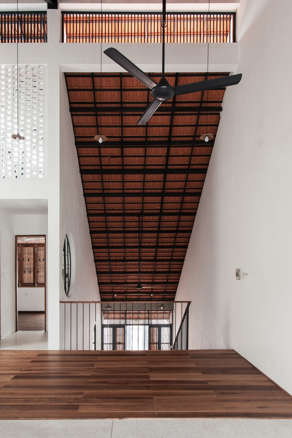 Tile-Roof-House-Ngoi-nha-mai-ngoi-hoai-co-giua-do-thi-hien-dai-10