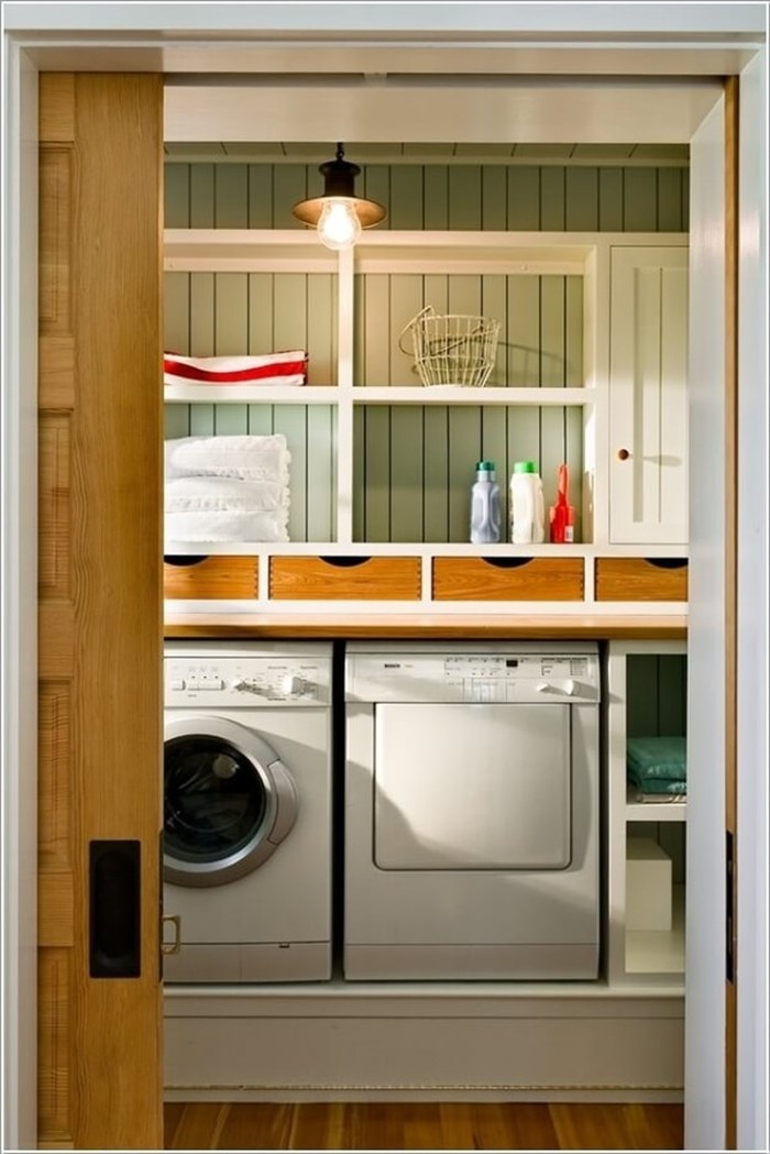 Hệ thống kệ để đồ giúp góc giặt giũ gọn gàng, ngăn nắp