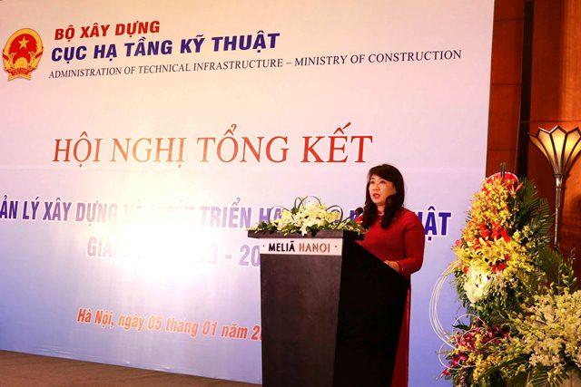 Cục trưởng Cục Hạ tầng kỹ thuật, PGS.TS Mai Thị Liên Hương báo cáo tại Hội nghị