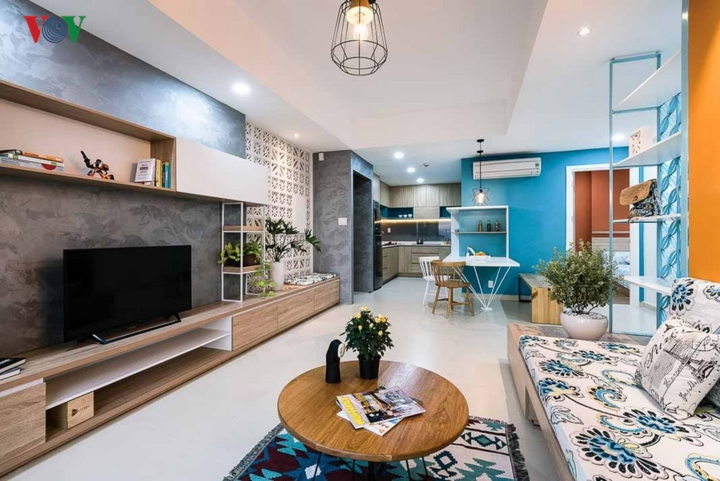 Công trình là một căn hộ trên tầng cao trong trung tâm thành phố; có diện tích 86m2 với 3 phòng ngủ. Về cơ bản, căn hộ hiện trạng trước khi cải tạo đã tương đối hợp lý nên khi làm hoàn thiện, cấu trúc căn hộ được giữ nguyên; và các kiến trúc sư đã làm mới bằng những giải pháp nội thất