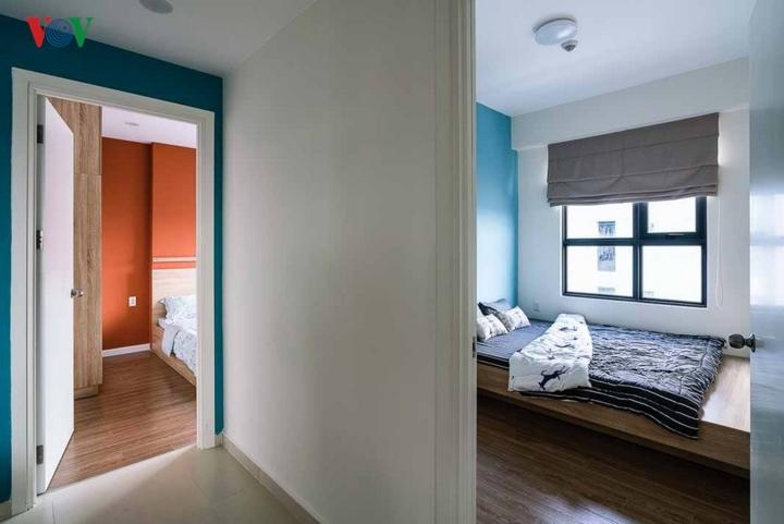 Hai phòng ngủ kế bên nhau với hai sắc màu