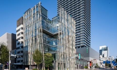 Lạ mắt kiến trúc gấp khúc, áo phủ kim loại ở ngân hàng Nhật Bản