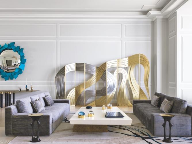 Điểm nhấn của căn phòng là bức trang trí trên tường nghệ thuật khiến không gian sinh hoạt chung đầy cảm hứng