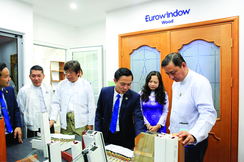 Đại diện các Hiệp hội, chuyên gia trong lĩnh vực xây dựng, vật liệu xây dựng Myanmar  đánh giá cao sản phẩm cửa và vách nhôm kính lớn Eurowindow