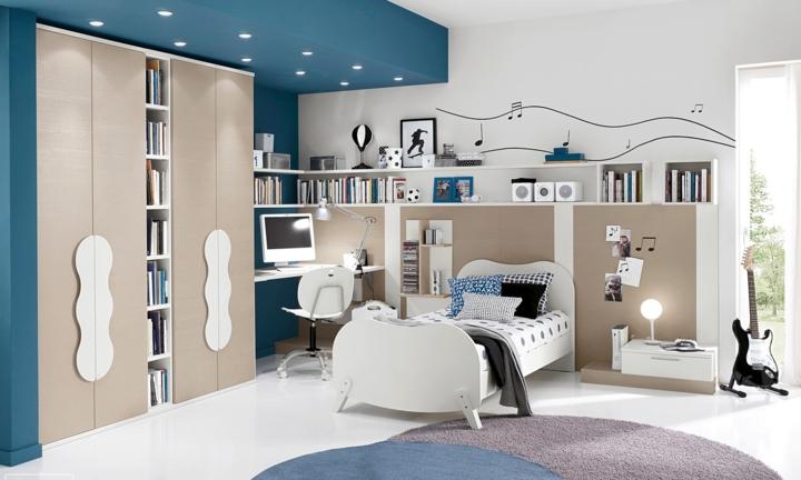 Màu trắng chủ đạo trong căn phòng được nhấn với gam màu xanh dương giúp không gian thoáng đãng, sạch sẽ