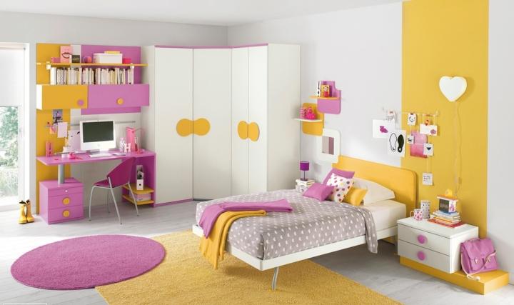 Phòng ngủ đáng yêu có đầy đủ giường, tủ, bàn học, giá sách cho trẻ. Màu sắc rực rỡ, sáng trắng của các vật dụng đã làm cho không gian căn phòng trở nên ấn tượng hơn