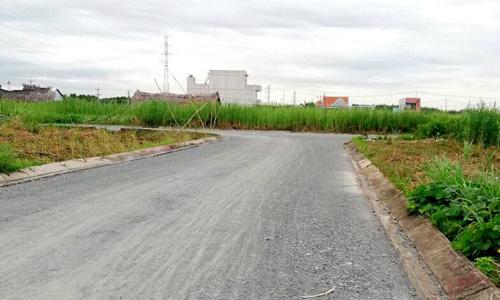 Một dự án bán đất nền và nhà phố tại Long An, giáp ranh TP HCM. Ảnh: L.H