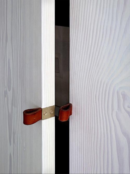 Cửa bằng gỗ lim cực kỳ sang chảnh
