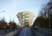 Tòa chung cư chữ thập khổng lồ ở Ba Lan