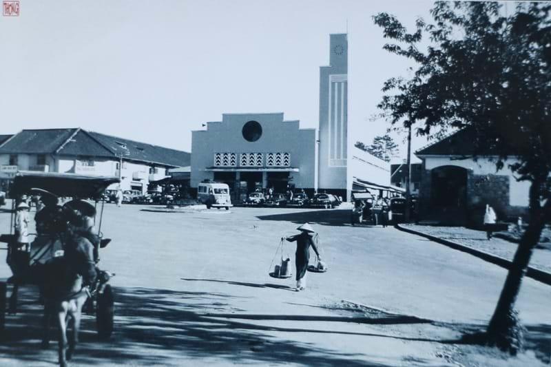 Chợ Đà Lạt 1952. Ảnh Đặng Văn Thông