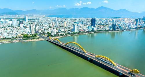Các dự án bất động sản mọc lên ngày càng nhiều ở bên bờ sông Hàn