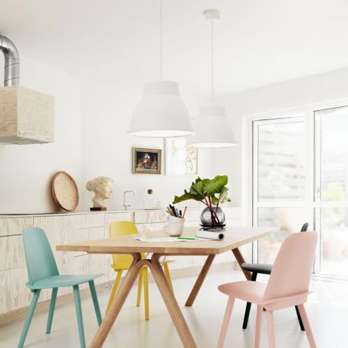 Ghế ăn thêm điểm nhấn đầy màu sắc cho phòng ăn