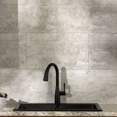 Bồn rửa và vòi nước màu đen
