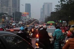 Hà Nội muốn hạn chế xe máy, sao không hạn chế cả ô tô cá nhân?