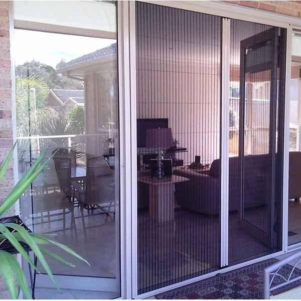 Cửa lưới chống muỗi dạng xếp dễ sử dụng trong các không gian