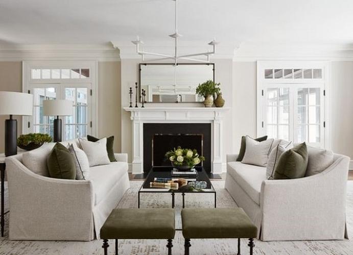 Lựa chọn đúng kích cỡ sẽ biến bộ sofa thành điểm nhấn hoàn hảo cho căn phòng. Nếu căn phòng nhỏ và thiếu không gian, bạn hãy chọn mua một chiếc ghế sofa tay vịn thấp hoặc không có tay. Nó sẽ giúp căn phòng của bạn trông rộng hơn.
