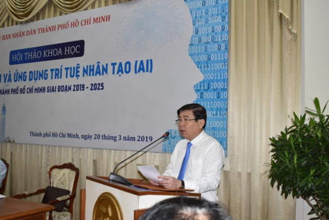 Chủ tịch UBND TP HCM Nguyễn Thành Phong phát biểu khai mạc hội thảo