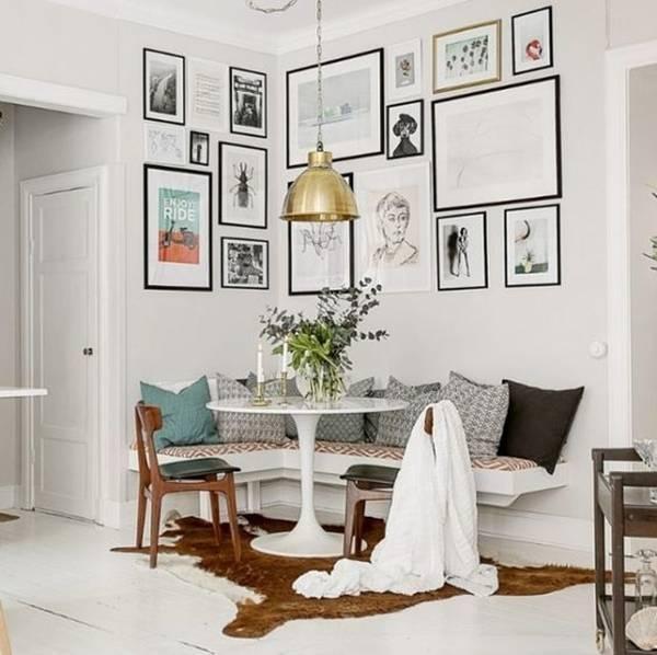 Ghế liền tường hoàn toàn có thể kết hợp với bàn tròn.