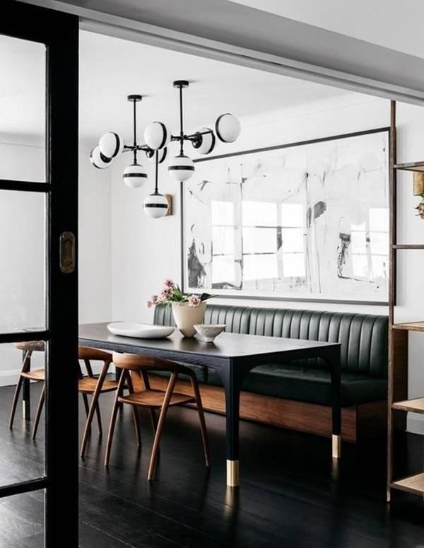 Ghế liền tường bằng da làm toát lên vẻ đẹp sang trọng, hiện đại cho căn phòng.