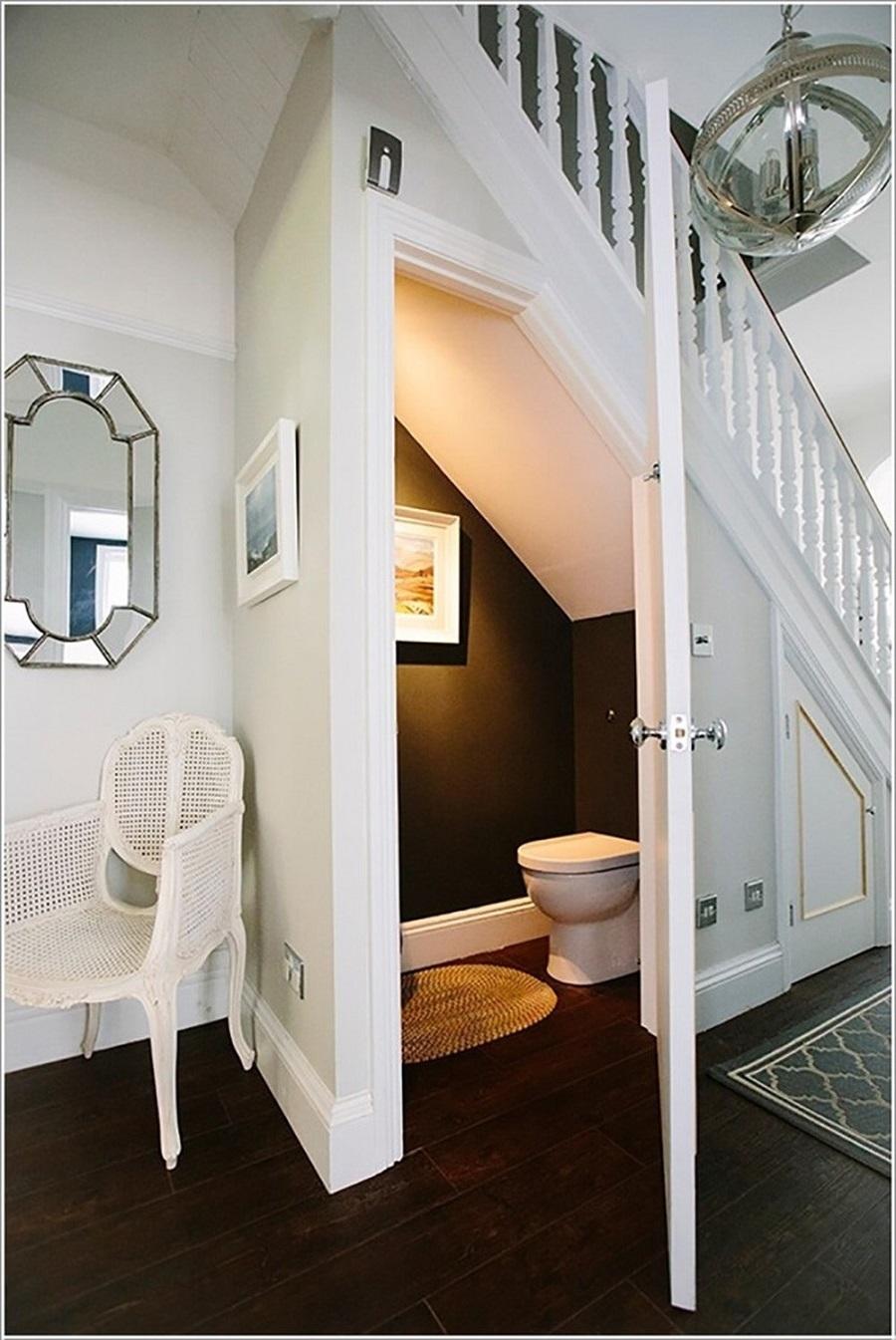 Nên chú ý đến vị trí giữa phòng tắm và cầu thang
