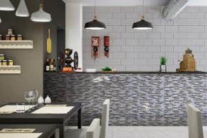 Lưu ý khi chọn gạch ốp tường hoặc làm vách ngăn