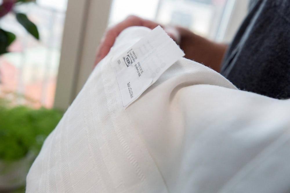 Nhìn bề ngoài, những chiếc rèm đặc biệt không khác gì rèm thông thường