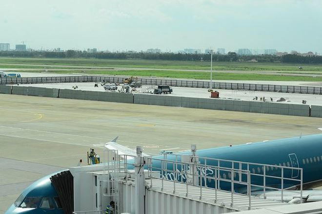 Theo ước tính, việc mở rộng sân bay Tân Sơn Nhất cần khoảng 25.000 tỷ đồng (chưa bao gồm chi phí giải phóng mặt bằng)