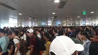Sân bay Tân Sơn Nhất hiện đang quá tải cả dưới đất lẫn trên trời