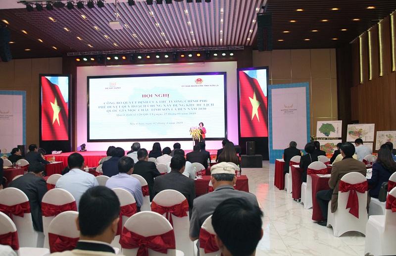 Thứ trưởng Bộ Xây dựng Phan Thị Mỹ Linh phát biểu tại Hội nghị