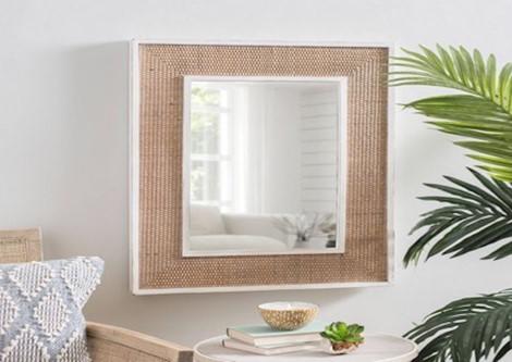Đặt gương nhỏ trên tường để phản chiếu lại đồ ăn thức uống, mang ý nghĩa bữa ăn dồi dào, sự sung túc của gia đình