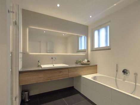 Nên đặt gương trong nhà tắm để mang lại sự tiện lợi