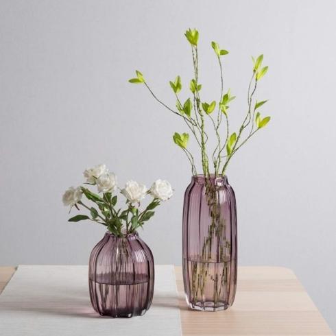 Bình thủy tinh làm thủ công màu tím khói, thêm nét lãng mạn cho ngôi nhà