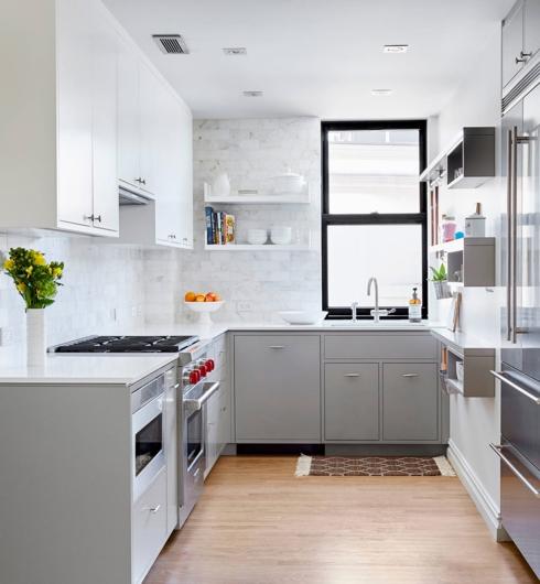 Kệ mở nên có nếu như bạn có nhiều đồ cần lưu trữ mà diện tích căn bếp không cho phép