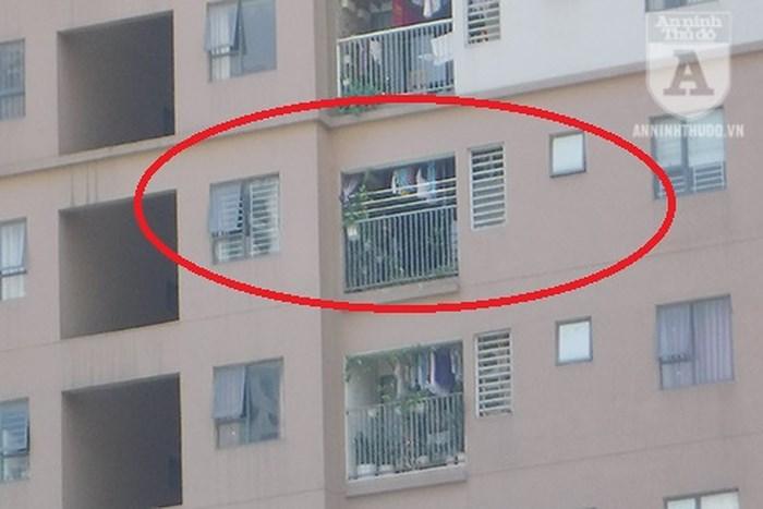 Căn hộ lắp chấn song kín cả ở cửa sổ và ban công, trường hợp xảy ra hỏa hoạn sẽ không thoát hiểm được từ 2 nơi này
